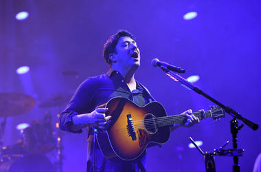 Sept 19, 2017; Miami, FL, USA; Marcus Mumford of Mumford & Sons performs at American Airlines Arena. Mandatory Credit: Ron Elkman/USA TODAY NETWORK