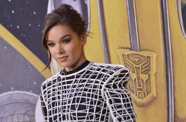 """Hailee Steinfeld arrives at the """"Bumblebee"""" Los Angeles Premiere held at the TCL Chinese Theatre in Hollywood, CA on Sunday, December 9, 2018. (Photo By Sthanlee B. Mirador/Sipa USA)"""