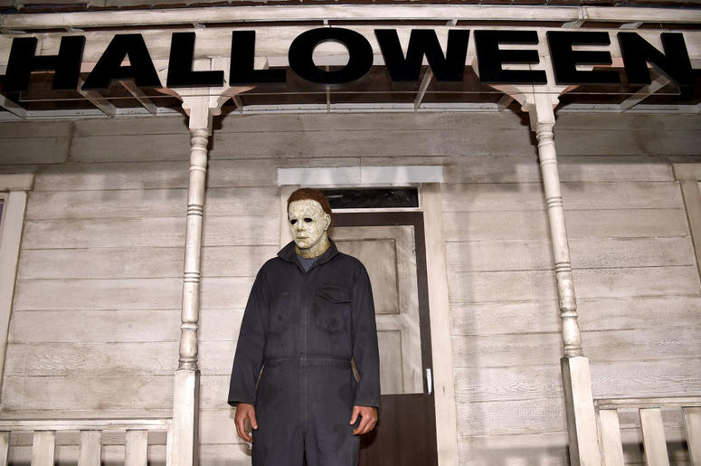 """HOLLYWOOD, CALIFORNIA - OCTOBER 17: An actor dressed as the character of Michael Myers attends the Universal Pictures' """"Halloween"""" premiere at TCL Chinese Theatre on October 17, 2018 in Hollywood, California. (Photo by Kevin Winter/Getty Images)"""