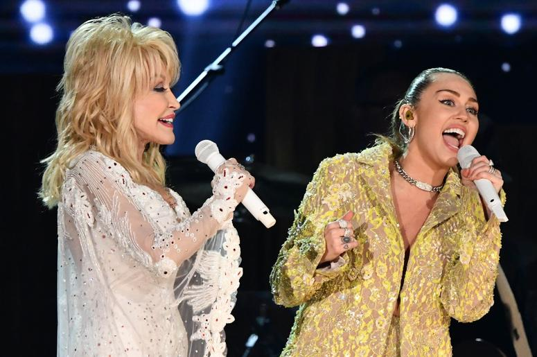 "February 10, 2019; Los Angeles, CA, USA; Dolly Parton (L) and Miley Cyrus perform ""Jolene\"" as part of a tribute to Dolly Parton during the 61st Annual GRAMMY Awards on Feb. 10, 2019 at STAPLES Center in Los Angeles, Calif. Mandatory Credit: Robert Hanas"