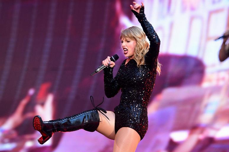 Taylor Swift Reputation Tour Setlist   Q104