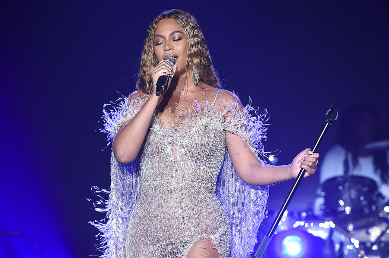 Beyonce performs at the City of Hope Gala 2018 at The Barker Hanger on October 11, 2018