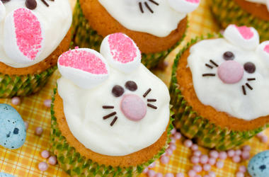 bunny-cupcakes-dreamstime_xxl_86617706.jpg