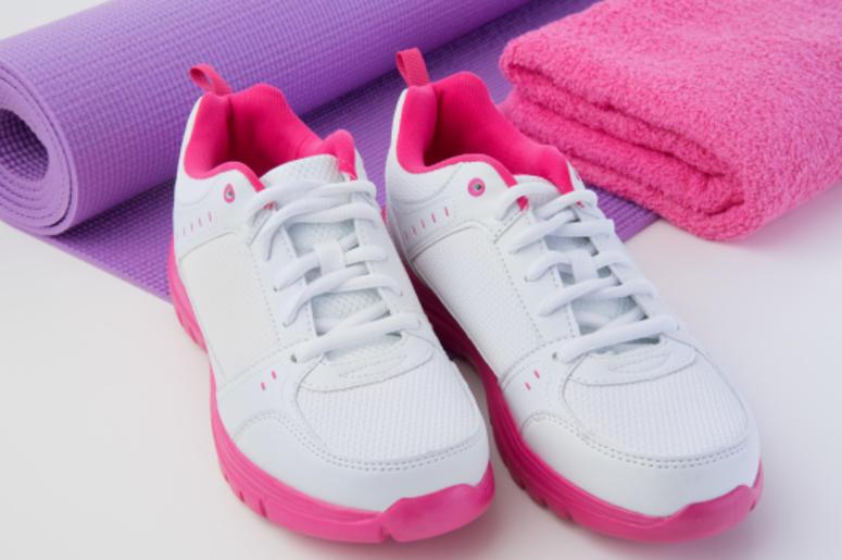sneakers-yoga-dreamstime_l_58076407.jpg