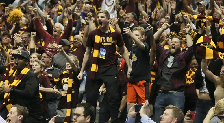 Loyola Ramblers fans