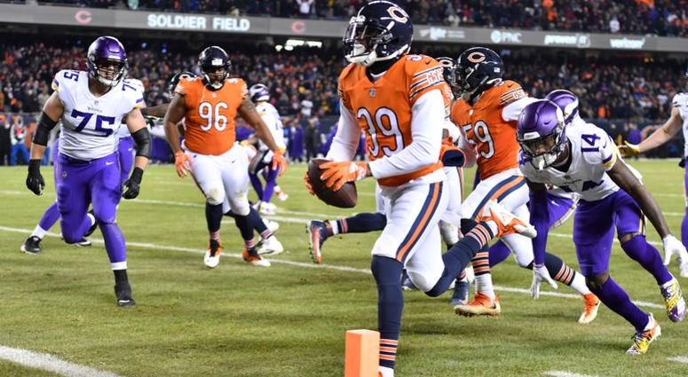 Bears safety Eddie Jackson (39) returns an interception for a touchdown.