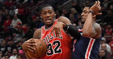 Bulls guard Kris Dunn (32) is defended by Wizards guard Bradley Beal (3).