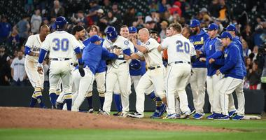 The Mariners celebrate a walk-off win against the White Sox.