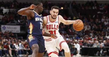 Bulls guard Tomas Satoransky (31) drives against Pelicans guard Jrue Holiday.
