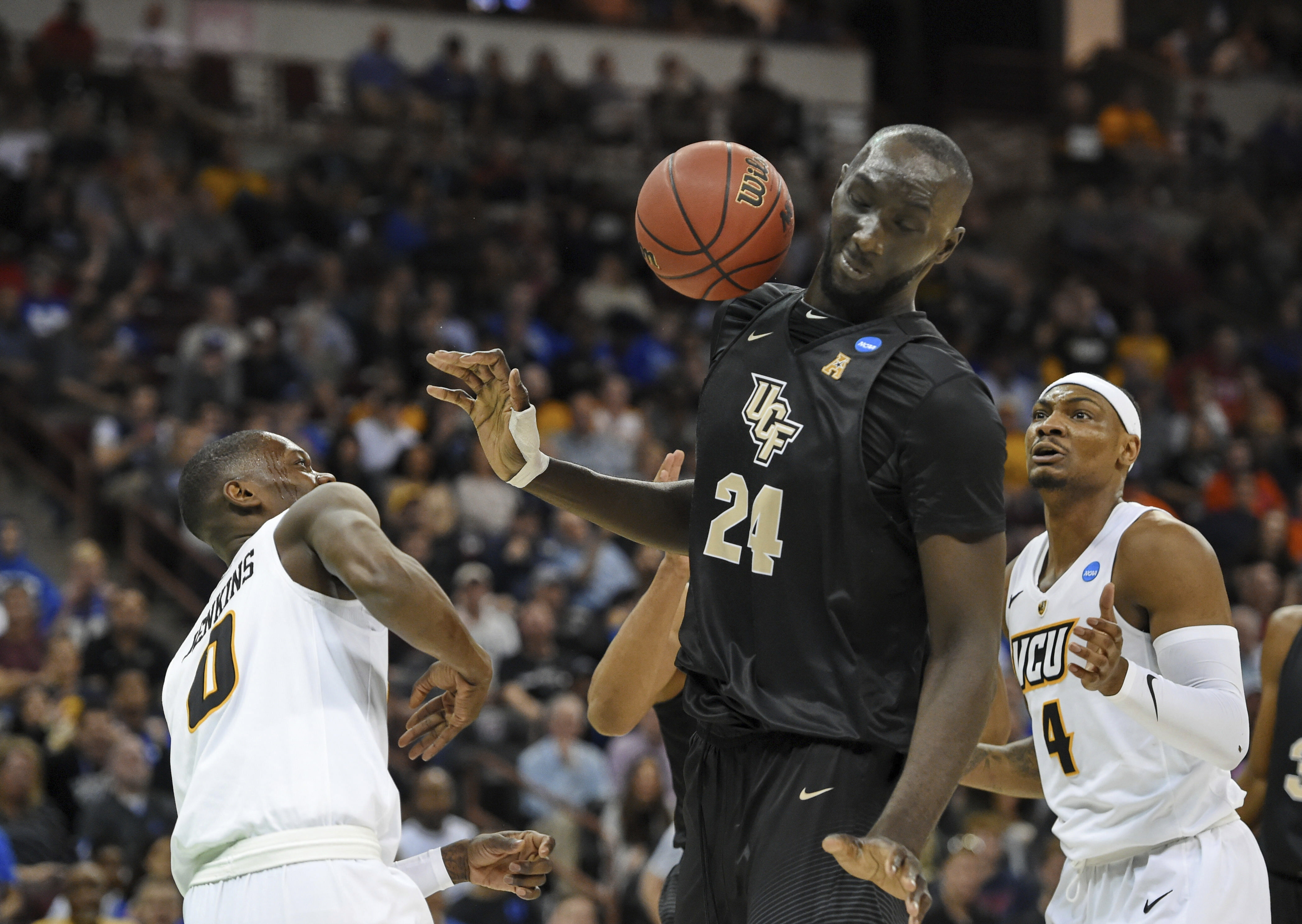 eff14cca11d NCAA Latest: Fall leads UCF into matchup with Duke | The Sky 973