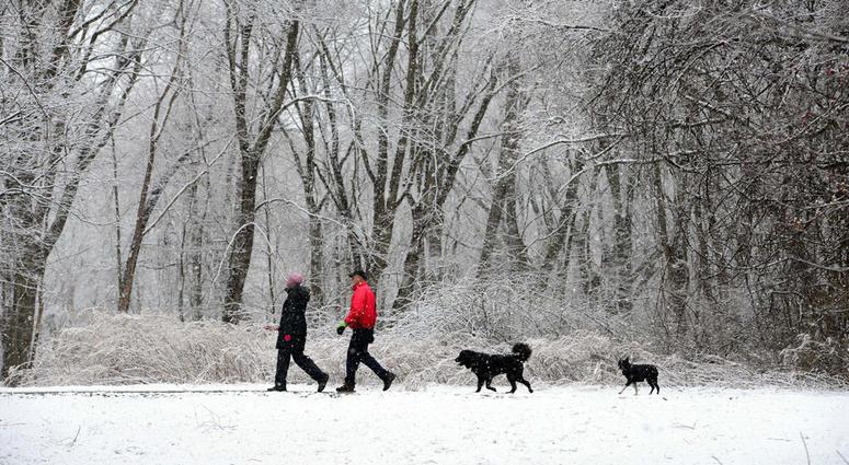 snow-walk-couple-dogs-usatsi_10685289-e1520448801.jpg