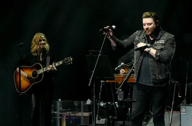 Chris Young Sing On The Spot