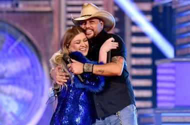 Kelly Clarkson and Jason Aldean perform onstage during the 54th Academy Of Country Music Awards at MGM Grand Garden Arena on April 07, 2019 in Las Vegas, Nevada.