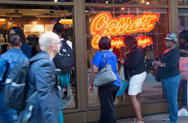 Patrons wait in line to buy Garrett's popcorn at a downtown store on September 15, 2015 in Chicago, Illinois.