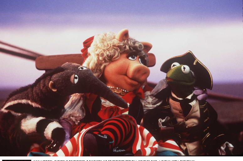 1996 THE NEW MUPPET MOVIE STARRING TIM CURRY AS LONG JOHN SILVER