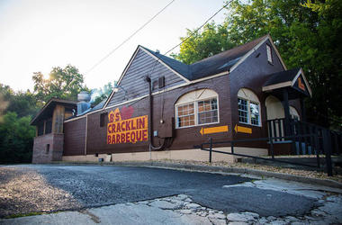 B's Cracklin' Barbecue before fire damaged the building in March 2019