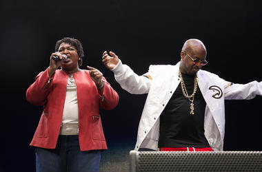 Stacey Abrams and Jermaine Dupri on stage at State Farm Arena