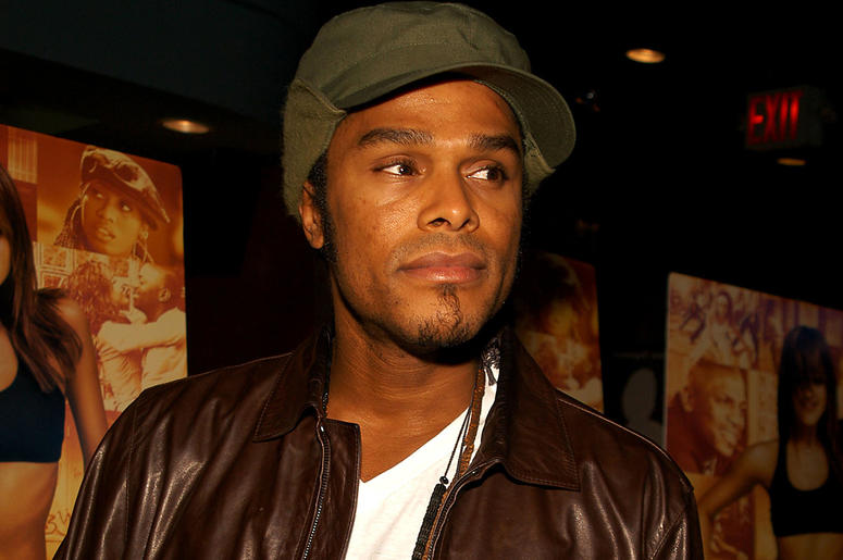 Singer Maxwell attends the premiere of Honey held on November 24, 2003 at the Chelsea West Theater, in New York.