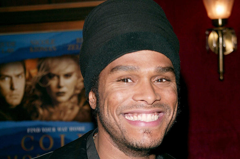 Singer Maxwell attends the film premiere of 'Cold Mountain' on December 9, 2003 at the Ziegfeld Theater, in New York City. The film 'Cold Mountain' opens nationwide on December 25, 2003.