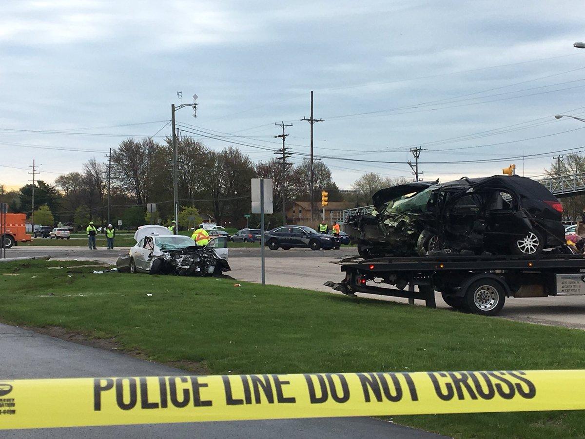 1 Killed In Crash At Groesbeck Highway, Metro Parkway In