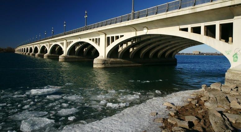 detroit river ice