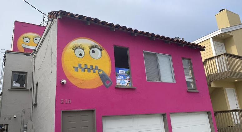 emoji house