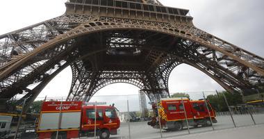 Eiffel Tower climber