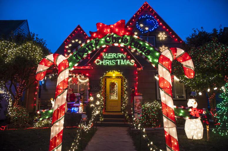 christmas decorating pay
