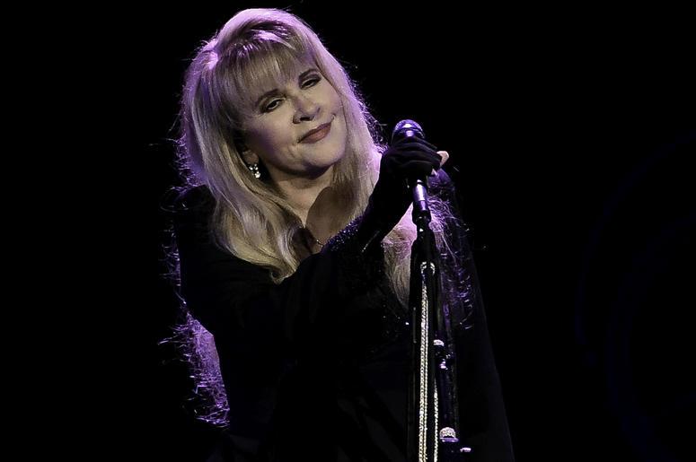 Nov 4, 2016; Sun Rise, FL, USA; Stevie Nicks performs at BB&T Center. Mandatory Credit: Ron Elkman/USA TODAY NETWORK