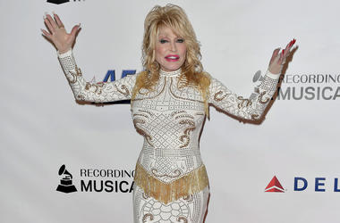 Dolly Parton arrives at the 2019 MusiCares Person of the Year Honoring Dolly Parton