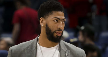Anthony Davis on the sideline at the end of the 2019 season.