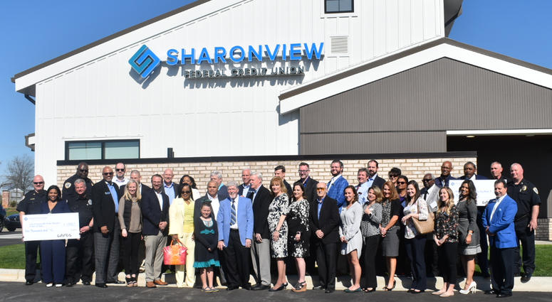 Sharonview Credit Union >> Credit Union Donates Money 106 3 Word