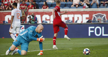 Few bright spots in United loss to Chicago